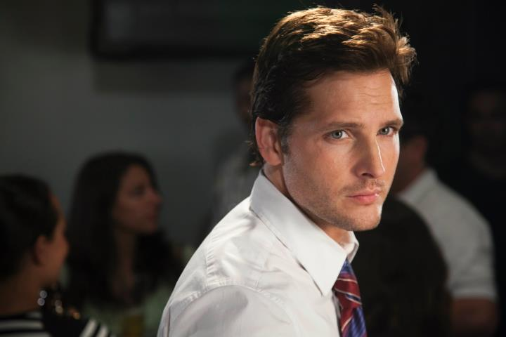 HollywoodandFine.com Peter Facinelli looks a little like the young Tom Cruise: same slightly rabbity smile that radiates a sense of both supreme confidence and gnawing insecurity. Facinelli has a wider […]