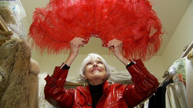 HollywoodandFine.com She's a nonagenarian who, when dressed in black, looks a little like a bobble-head with a pipe-cleaner body. But, at the age of 91, entertainer Carol Channing has amazing […]