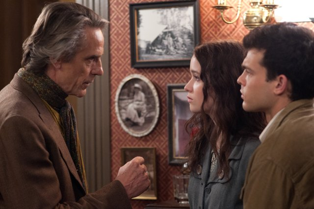 """HollywoodandFine.com I'm probably the wrong demographic for """"Beautiful Creatures,"""" the latest effort at franchise-building in the teen supernatural-romance genre. Based on the first in a series of books by Kami […]"""