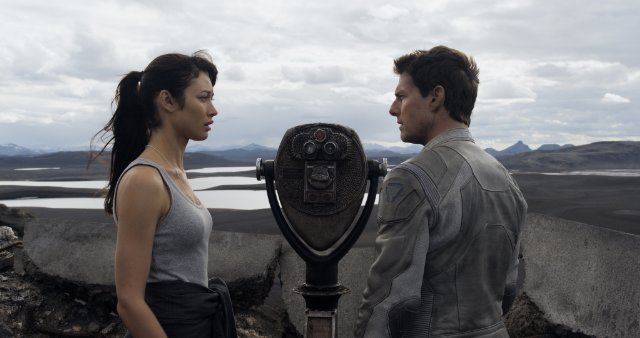 "HollywoodandFine.com Painfully derivative, ""Oblivion"" is Strike Two against director Joseph Kosinski, who made the vacantly gorgeous ""Tron: Legacy."" Unfortunately reminiscent of many other, better movies, ""Oblivion"" is a comic-book – […]"