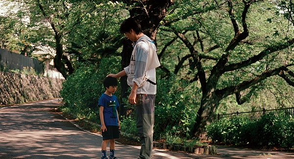 "HollywoodandFine.com Hirokazu Koreeda's ""Like Father, Like Son"" is a delicate but daunting tale, one whose quietly self-contained story manages to churn great waves of emotional complexity. The set-up is a […]"